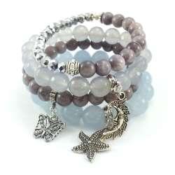 Komplet bransoletek z kamieniami jadeitu i marmuru z srebrnymi kryształkami, zawieszkami w kształcie księżyca, motyla i gwiazdy.