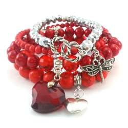 Komplet czerwonych bransoletek z kamieniami naturalnymi: marmurem, turkusem i kryształami.