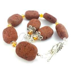 Komplet biżuterii z kamieni naturalnych lawy wulkanicznej- brązowej i kryształków z różą i ażurem.