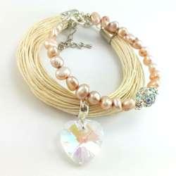 Dwie beżowe bransoletki na sznurku lnianym i z perłami słodkowodnymi oraz kryształami szklanymi.