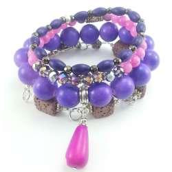 Zestaw różowo fioletowych bransoletek z lawą wulkaniczną, marmurem, howlitem, kryształkami  i drewnem.