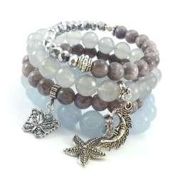 Szaro niebieski bransoletki z kamieniami jadeitu i marmuru z srebrnymi kryształkami i zawieszkami charms.