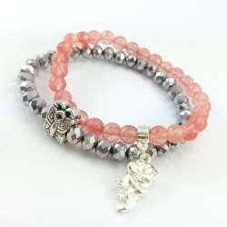 Bransoletka z kwarcem wiśniowym, srebrnymi oponkami szklanymi, koralikiem motylem i różą.
