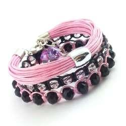 Zestaw sznurkowych, wyplatanych bransoletek w różu z kryształkami szklanymi oponkami.