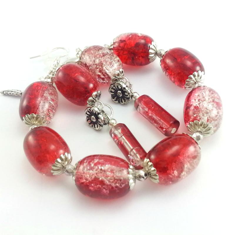 Czerwony komplet biżuterii z koralików szklanych na prezent.