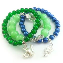 Bransoletki koraliki perły granatowo zielone z charmsami.