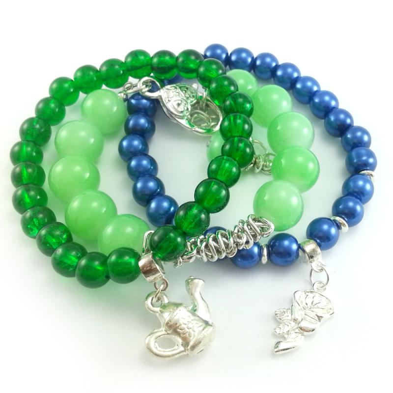 dd0c94051f4aa5 Bransoletki koraliki perły granatowo zielone z charmsami.