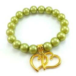 Seledynowa bransoletka ze złotym charmsem sercem.