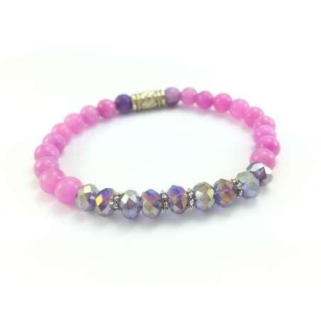 Bransoletka z różowym marmurem i fioletowymi kryształkami.