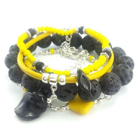 Komplet bransoletek żółto czarnych z kamieniami lawy wulkanicznej, howlitu,kryształków i skóry.